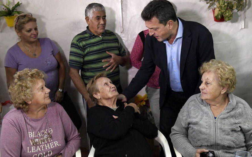 Massa visitó un centro de jubilados en Morón y destrozó la política previsional de Macri