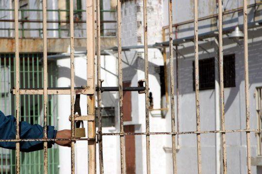 superpoblacion en carceles: kicillof creara una mesa de dialogo para buscar medidas urgentes