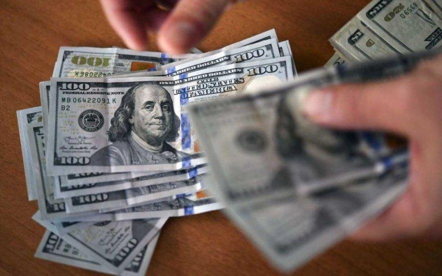 El dólar volvió a subir y cerró por encima de los 43 pesos