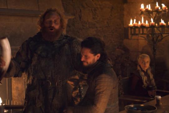 ¿alguien pidio un cafe? el increible error de game of thrones que es furor en las redes