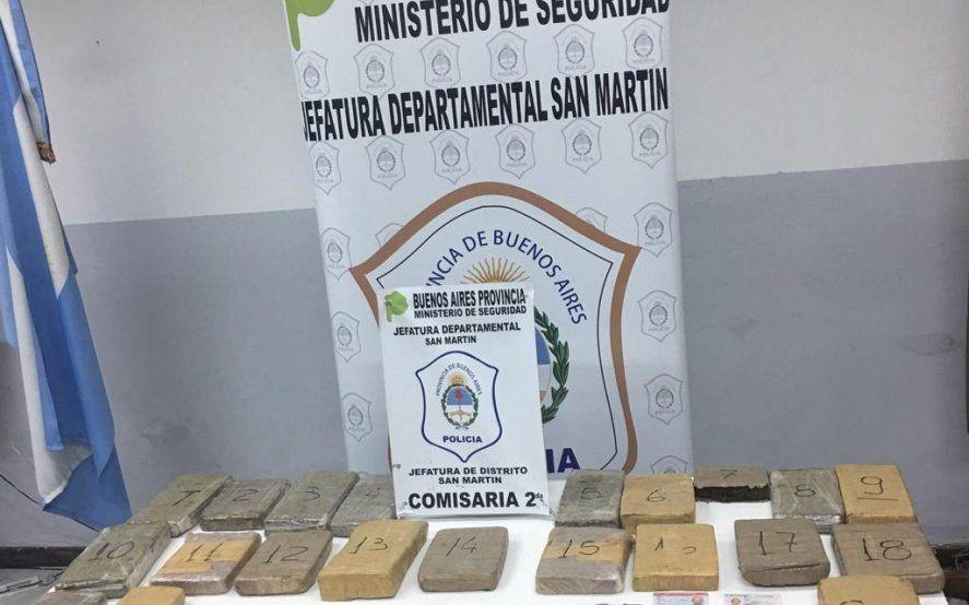 Padre e hijo detenidos por transportar más de 20 kilos de marihuana en una camioneta