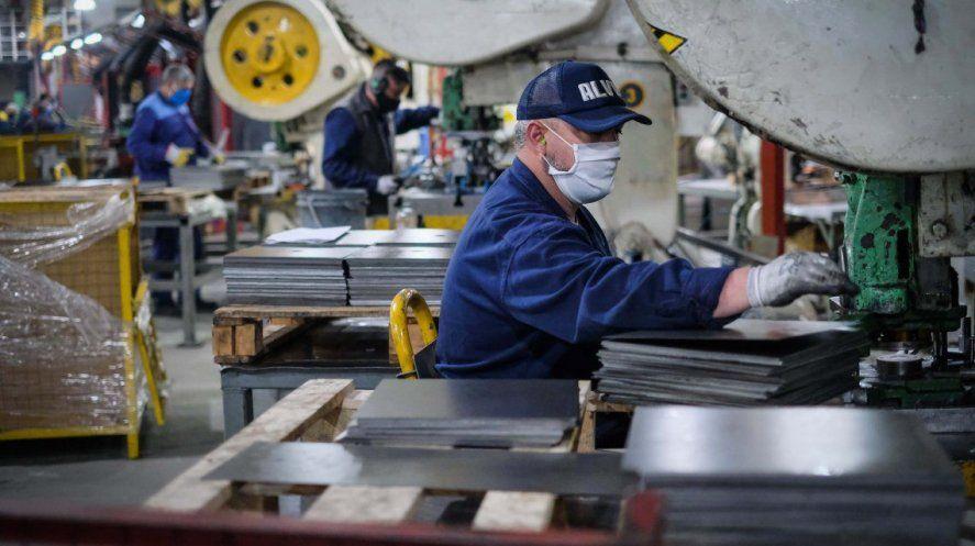Ariel Schale: La industria está con signos vitales