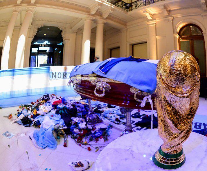 EN VIVO: Trasladan el féretro de Maradona