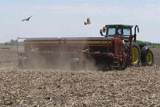 en produccion de soja, un 59% del total de los costos de trabajo se pagan en dolares