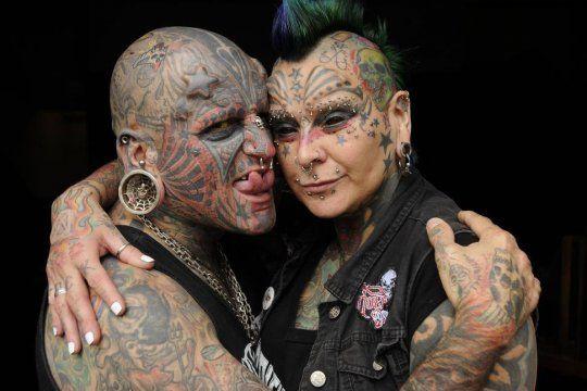 Victor y Gabriela Peralta tienen el Record Guinness al matrimonio con mayor cantidad de modificaciones corporales