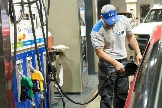 el gobierno le ofrecio a las petroleras un subsidio por el congelamiento en las naftas