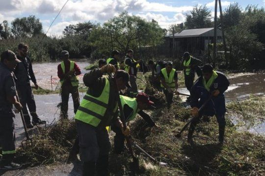 el temporal pego fuerte en la zona sur y la comuna desplego un operativo para asistir a los 86 evacuados