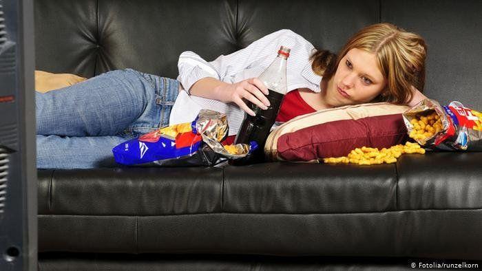En Alemania transforman en héroes a quienes se queden en casa viendo la tele.
