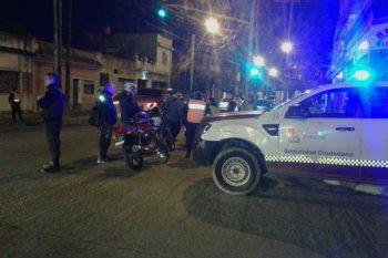 El asalto fue en una cervecería de Lanús y buscan a tres delincuentes