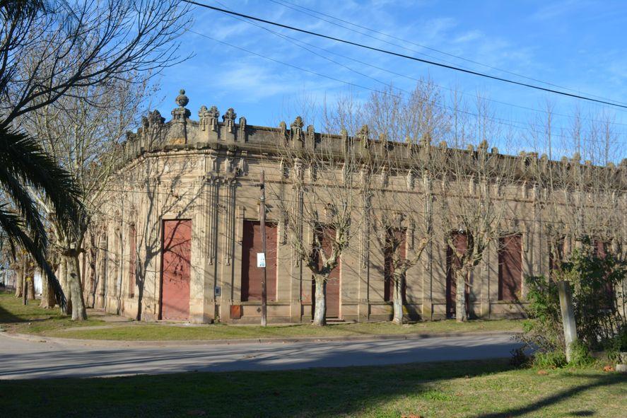 Casa Rojo, antiguo almacén en Jeppener, partido de Brandsen. Foto: Omar Vilela