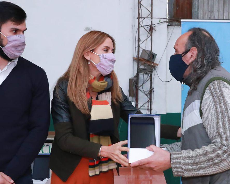Tolosa Paz participó de la entrega de tablets en La Plata