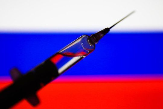 Es falso lo de la vacuna rusa y la abstinencia de alcohol por 42 días.