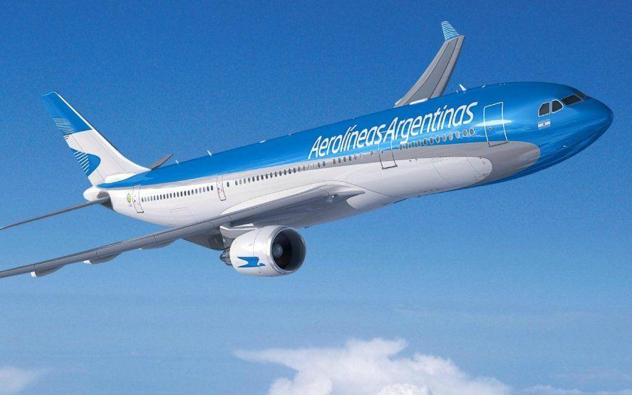 """Aerolíneas Argentinas desafía a Flybondi con un régimen """"low cost"""" donde el pasajero paga sólo los servicios que usa"""
