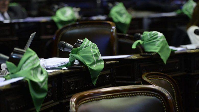 Tras una maratónica sesión, finalmente aprobaron el proyecto de aborto legal en Diputados