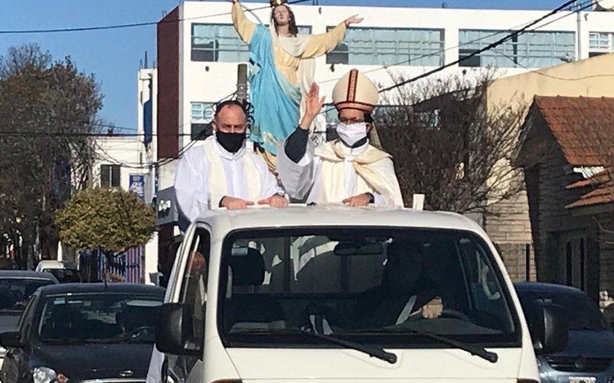 El obispo Mestre de Mar del Plata se recuperó de Covid y encabezó una procesión