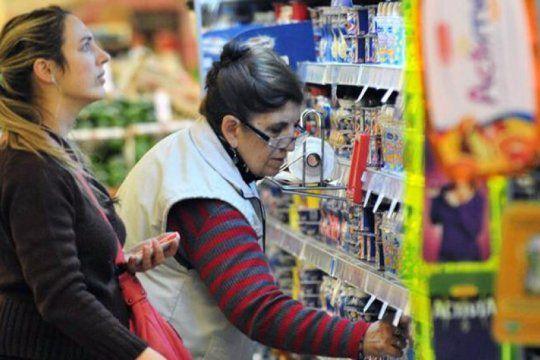 denuncian que las grandes cadenas siguen vendiendo productos no esenciales