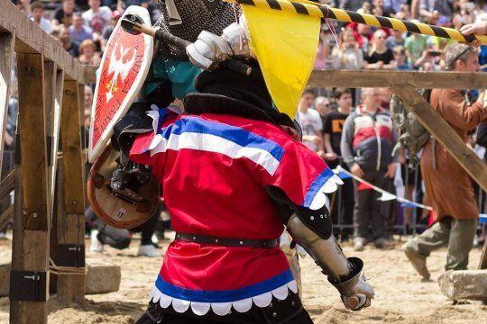 caballeros y guerreras del siglo xxi: conoce a la seleccion argentina de combate medieval