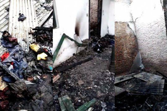 piden donaciones para un grupo de senegaleses que sufrio un devastador incendio en su casa