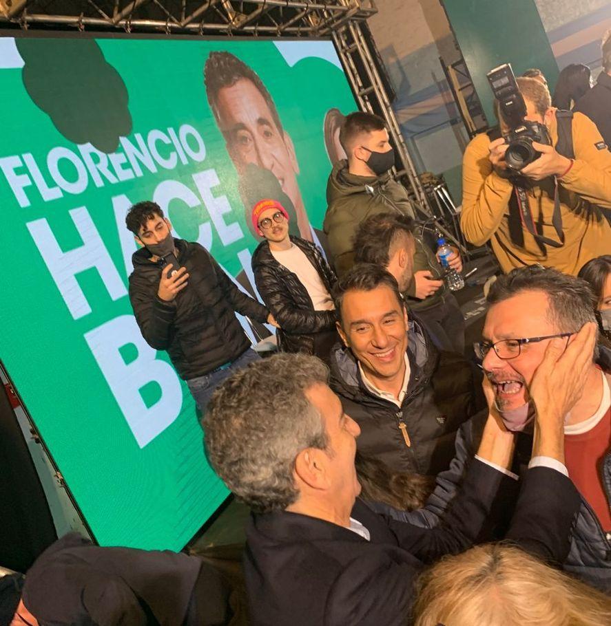 Tras el acto, Florencio Randazzo saludó a los dirigentes que lo acompañaron. En la foto, junto a Nicolas Terrera (centro).