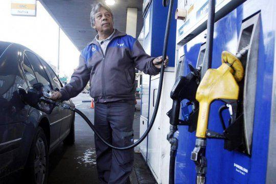 El Gobierno postergó la suba en el impuesto a los combustibles