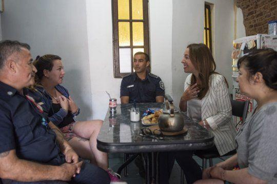 vidal se entrevisto con los policias bonaerenses que salvaron la vida de un nino al practicarle rcp