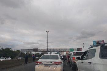 Corte total en Autopista Buenos Aires La Plata por marcha de barras