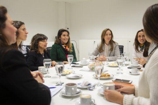 vidal prometio un gabinete con mas mujeres si logra la reeleccion