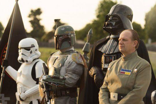los personajes de star wars llegan a la republica de los ninos con un fin solidario