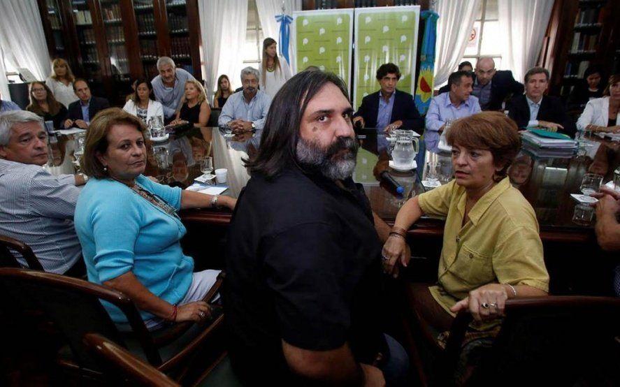 Gremios docentes cuestionan la autocrítica de Vidal: Es tarde para arrepentirse