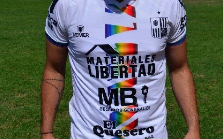 Un equipo de la Primera D estrenará un modelo de camiseta con los colores del orgullo LGBT