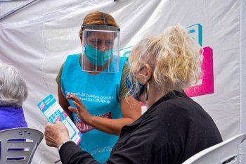 Hoy se vacunaron más de 58 mil personas en la provincia y es récord