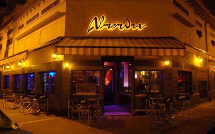 Cerró el histórico bar Almendra de La Plata y remata todo por facebook