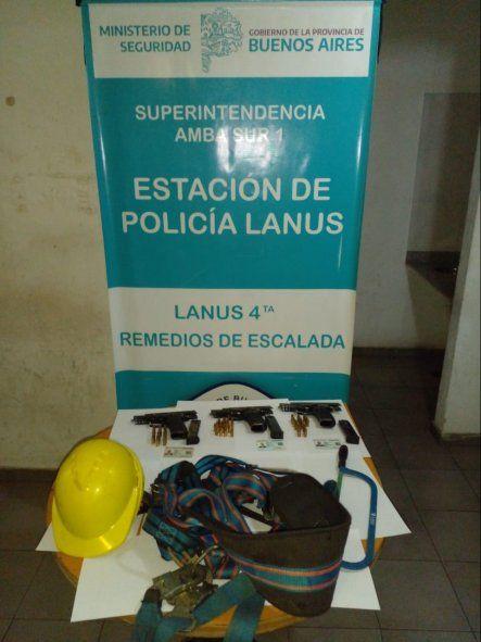 Lanús: tres policías y cuatro falsos operarios detenidos por el robo de cables de fibra óptica