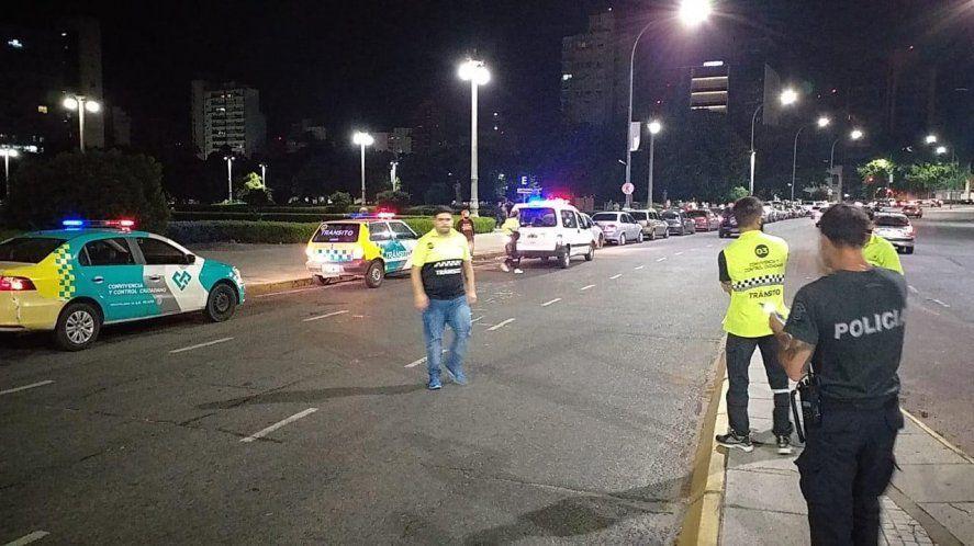 Tres fiestas clandestinas desalojadas en La Plata y operativo en parques y plazas