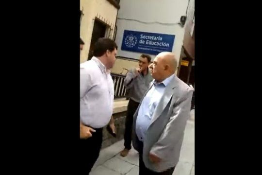 el video del mal momento de arroyo: una maestra entro en crisis durante una visita del intendente