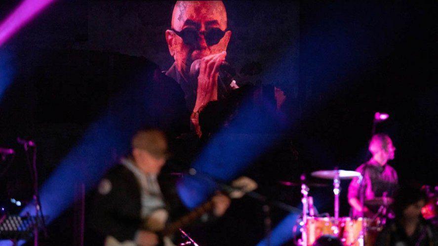 El Indio Solari en 2020, ofreció un concierto en el que participó por primera vez de manera virtual mediante técnicas holográficas.