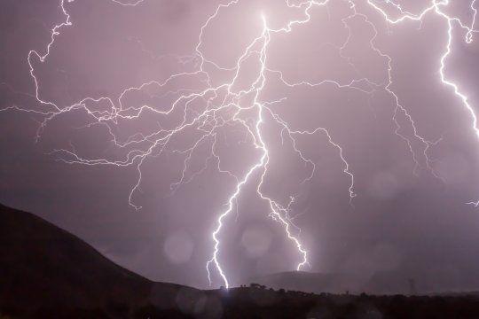 Hay alerta meteorológico por tormentas fuertes y caída de granizo.