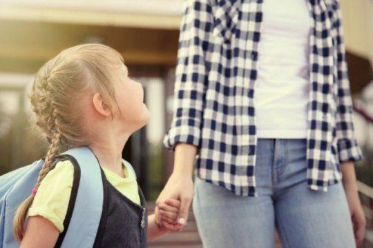 volver a empezar: por que cambiar a los hijos de colegio y como afecta ser ?el nuevo?