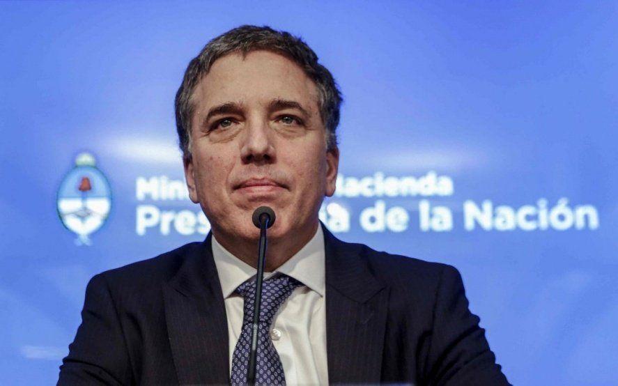 """Para Dujovne, la inflación """"seguirá bajando y el salario se recuperará en los próximos meses"""""""