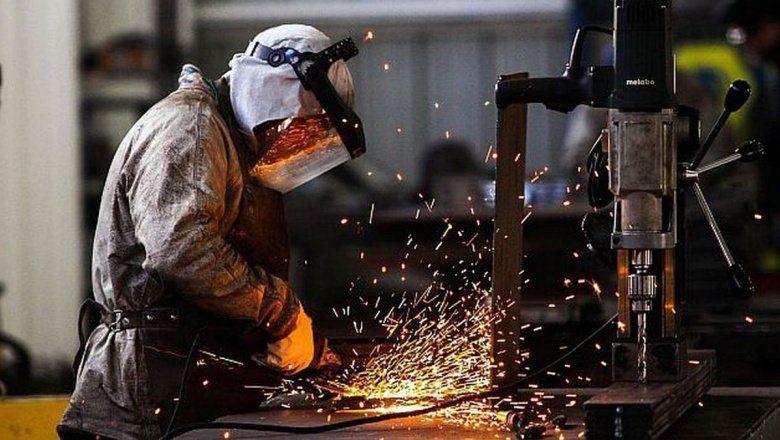 El empleo industrial cayó en junio 2,7% interanual
