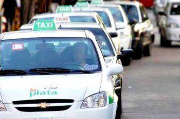 Taxistas piden ser vacunados con prioridad