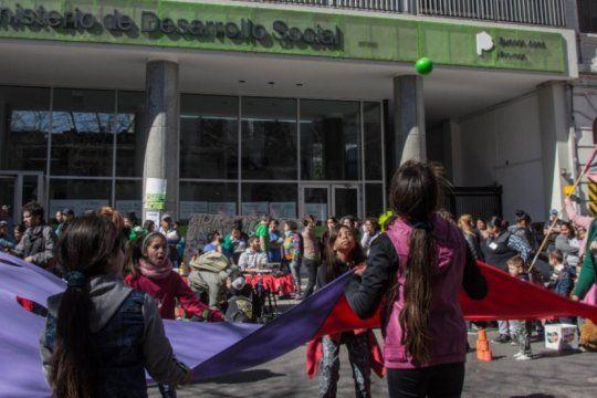 ninez bajo la pobreza: marchan a desarrollo social bonaerense para exigir medidas ante la critica situacion