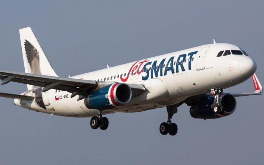 JetSmart en El Palomar: una nueva falla en un avión causó varias horas de demoras y bronca en los pasajeros