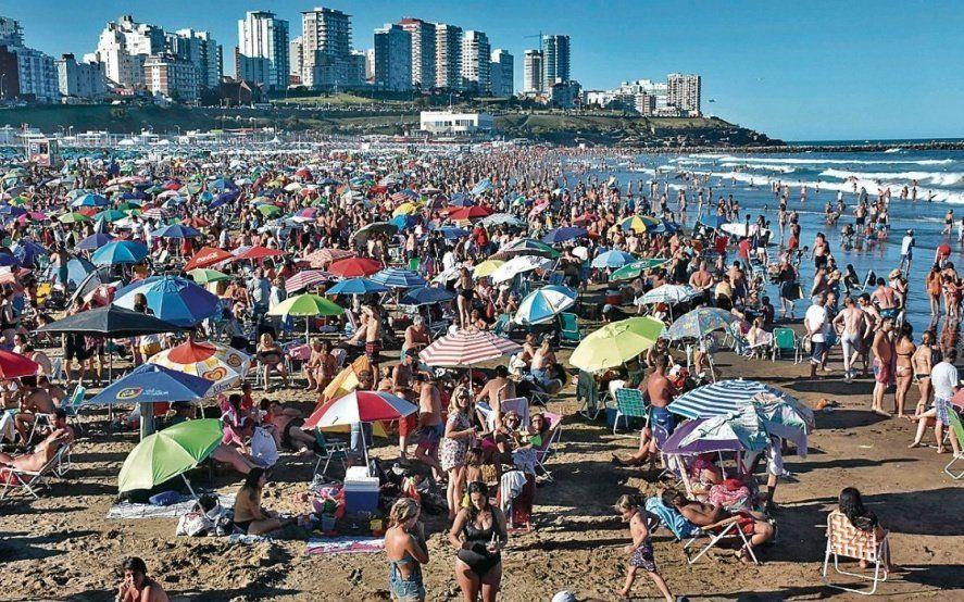 Fin de semana desbordado: en Mar del Plata colapsó la hotelería y muchos se alojaron en casas de familia