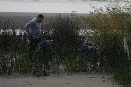 misterio y terror en ensenada: hallan mas restos de una nina en la playa de punta lara