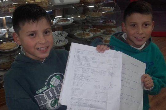 dulce recompensa: regalan facturas y tortas a los chicos que saquen 10 en la escuela