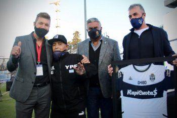 Diego Maradona debilitado el día de su cumpleaños