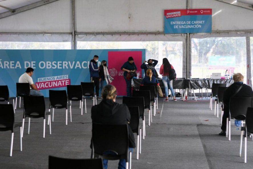 Provincia: arrancó la vacunación libre para mayores de 25