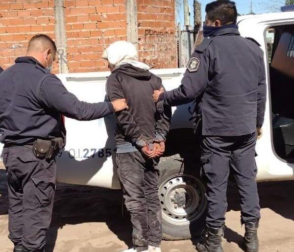 la plata: atraparon a un motochorro y lo ataron con alambre