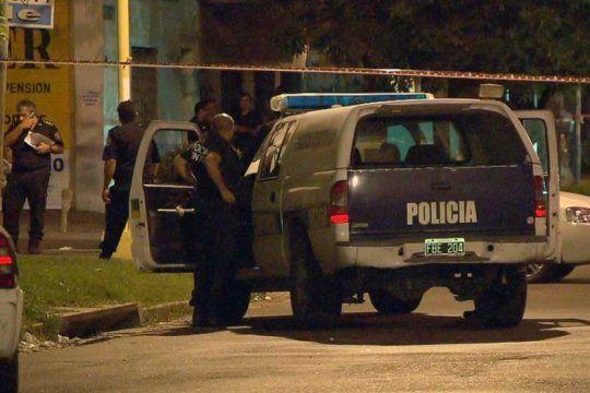 la tablada: tres delincuentes mataron a un policia y le robaron el arma reglamentaria